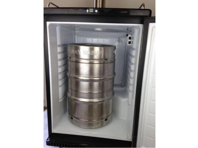 fassk hlschrank komplett bier zapfanlage f r 50 liter. Black Bedroom Furniture Sets. Home Design Ideas
